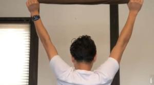 《棘下筋のストレッチ方法》肩の外旋運動をスムーズにする(タオル使用)