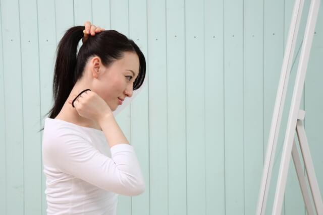 髪を結う動作は棘上筋の外転動作