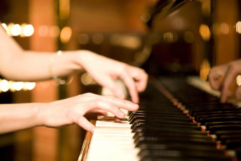 ピアノの練習で手や腕の酷使