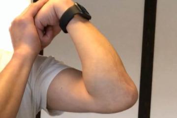 《肘筋ストレッチ方法》肘の硬い曲げ伸ばし動作を軽くする肘のケア