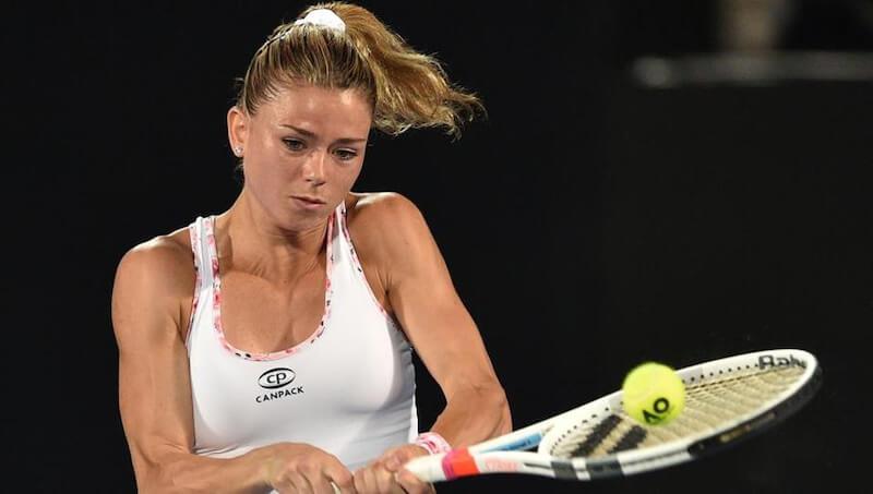 手首の伸展動作はテニスのバックハンド