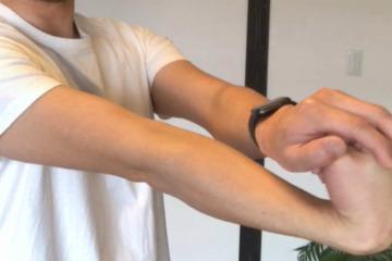 《長橈側手根伸筋ストレッチ方法》手首の関節を柔らかくし、背屈、伸展の柔軟性が高まる