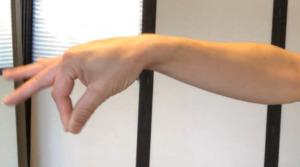 《短母指伸筋のストレッチ方法》腕と手首のだるさを改善する親指の伸筋群を伸ばし