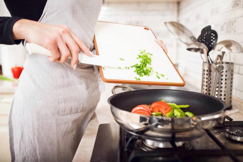 料理で手首を使う