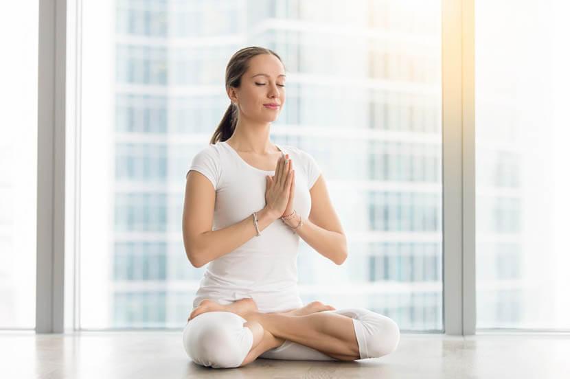 ヨガのように腹式呼吸で自律神経が整う