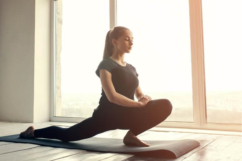 硬い股関節を柔らかくし、動きを滑らかにする