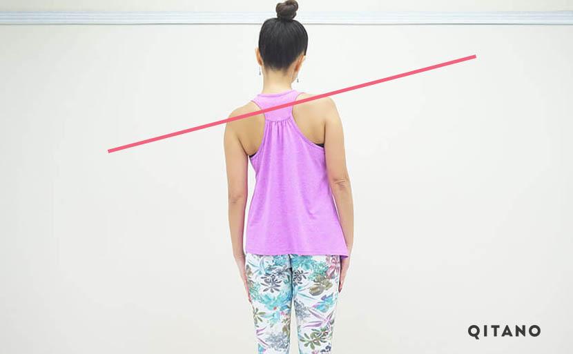 肩の左右の高さのバランスが違う