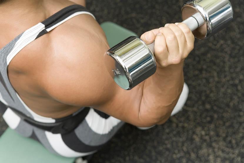 二の腕の筋肉量は肥大するが、部分痩せ効果はない